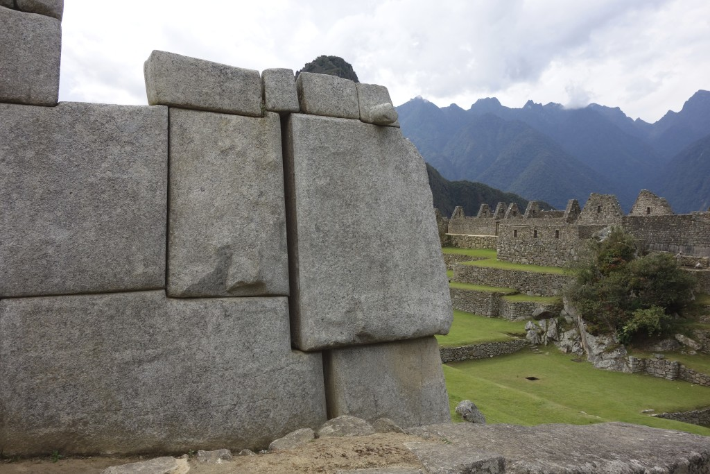 With staggered joints the stone blocks lock together without pins or mortar.